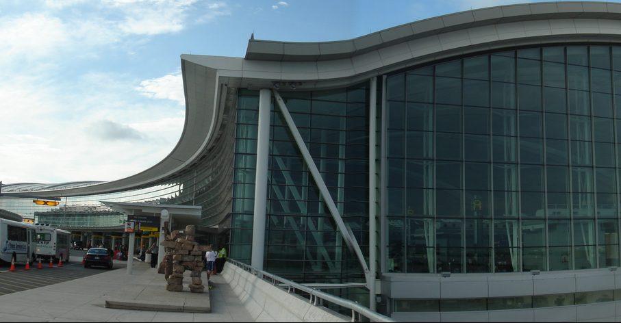 Toronto_Pearson_Airport-Terminal_1